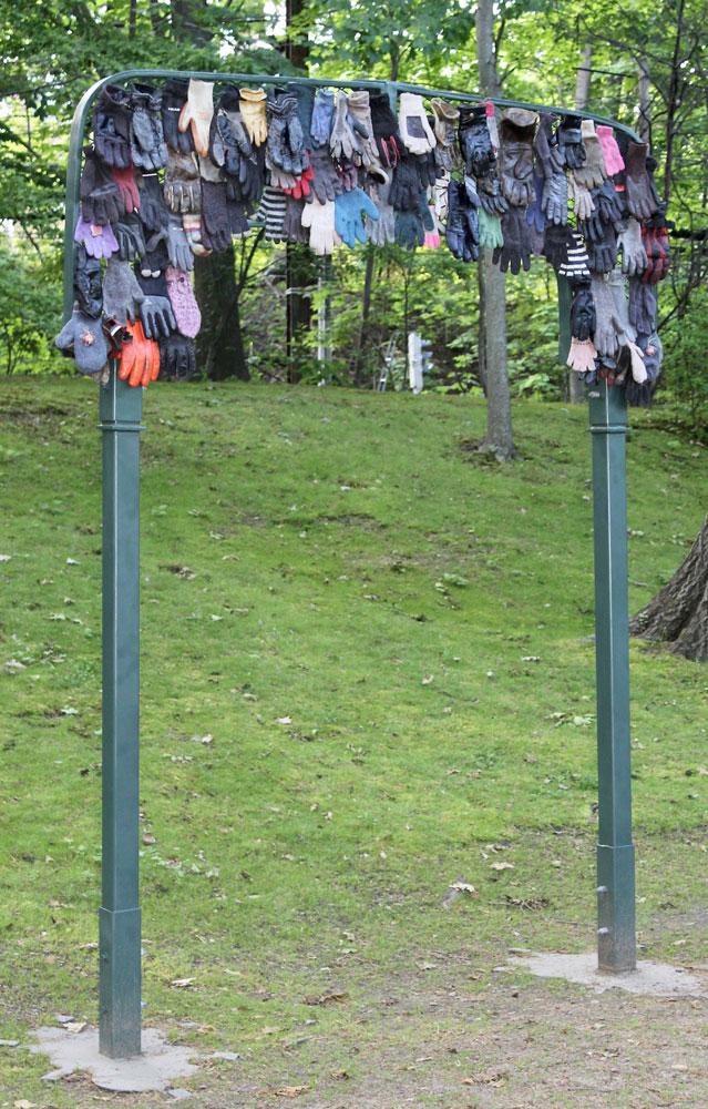 Allen Spivack, Monument to Lost Gloves